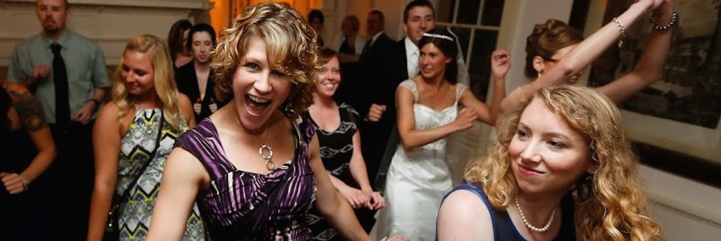 We loved working with Friendly Entertainment! They love what they do and it shows. Professional, fun and classy business!